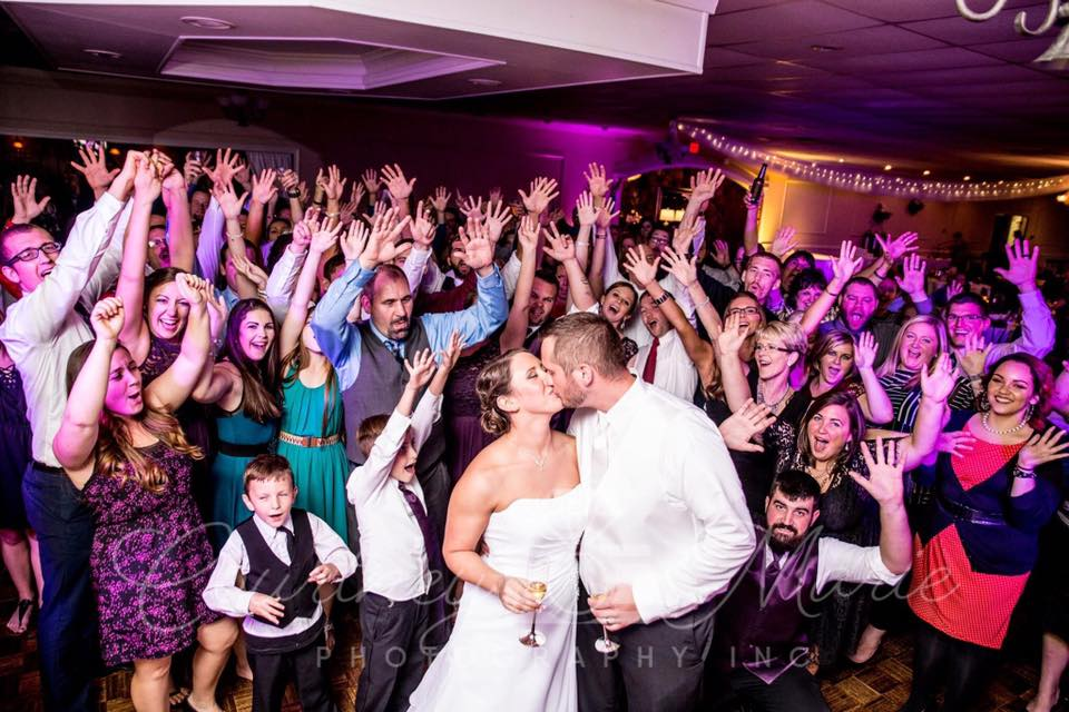 How to Choose the Best Wedding Entertainment